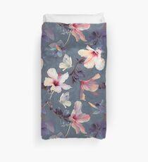 Schmetterlinge und Hibiskus-Blumen - ein gemaltes Muster Bettbezug