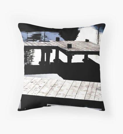 Annecy en eau calme Throw Pillow