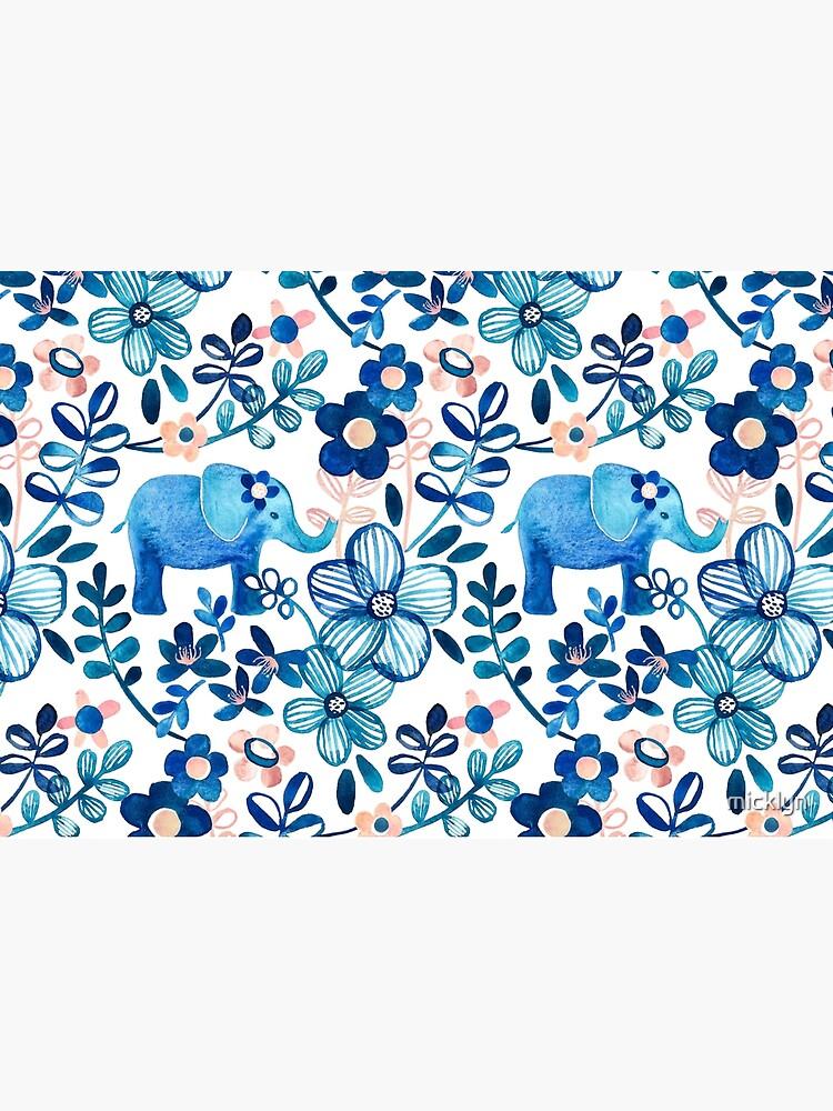 Blush rosa, blanco y azul elefante y patrón floral de la acuarela de micklyn