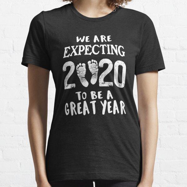 Anuncio de embarazo para bebé nuevo año 2020 Camiseta esencial