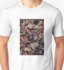 Dried Autumn Leaves - HD Nature Slim Fit T-Shirt