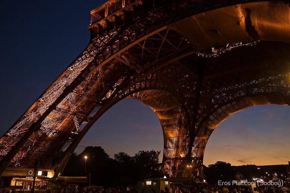 Eiffel Tower twilight by Eros Fiacconi (Sooboy)
