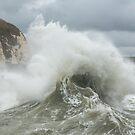 Wellen und Spray im Hafen von Newhaven von Sue Robinson