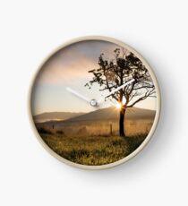 Sonnenaufgang Berge Baum Uhr