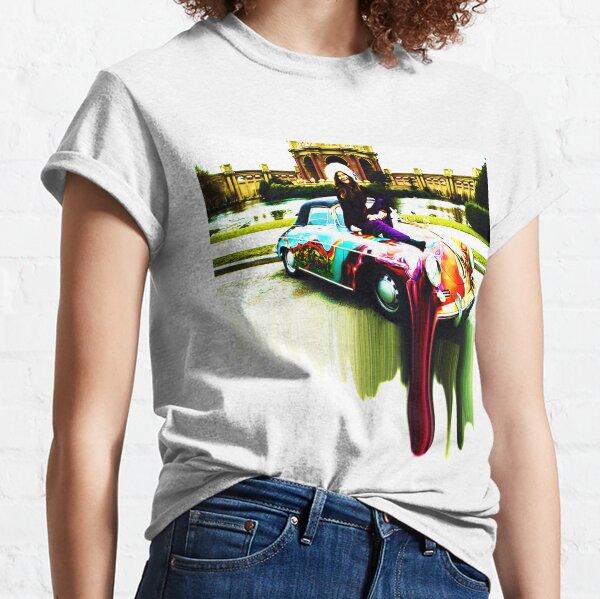 Janis Joplin sentada encima de su Porsche psicodélico personalizado [Técnicas mixtas] Camiseta clásica