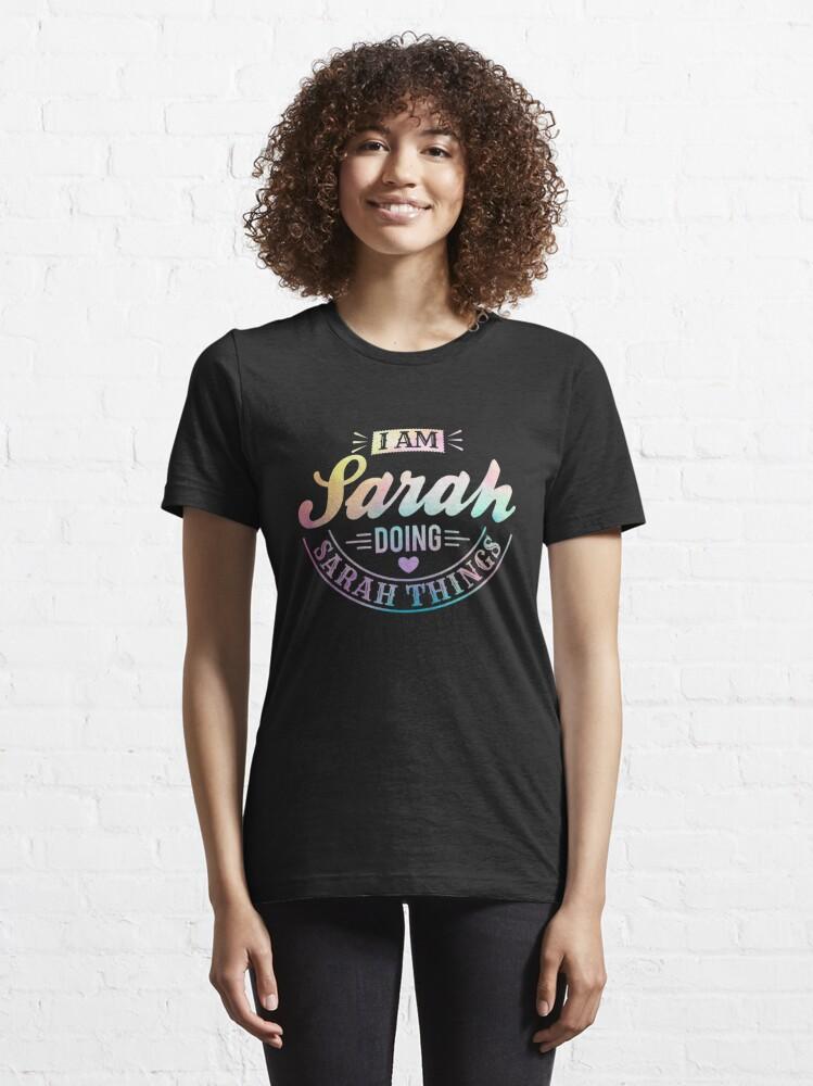 Alternative Ansicht von Ich bin Sarah, die Sarah-Sachen - humorvolles Zitat-Geschenk tut Essential T-Shirt