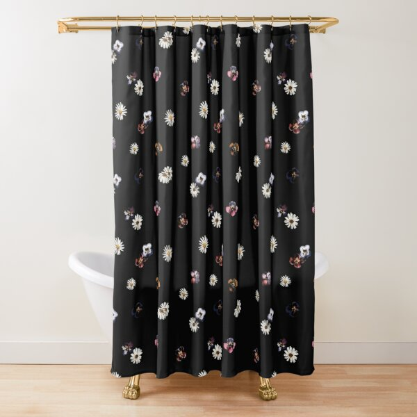 PRETTY DAISY Shower Curtain