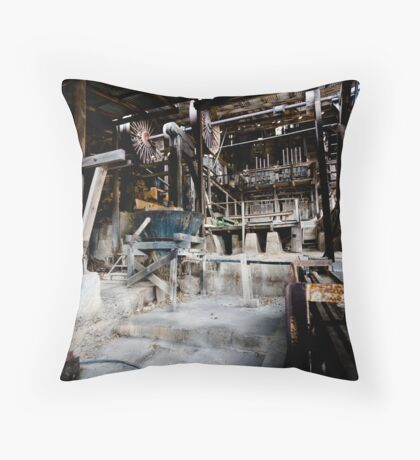 The stamping battery Throw Pillow