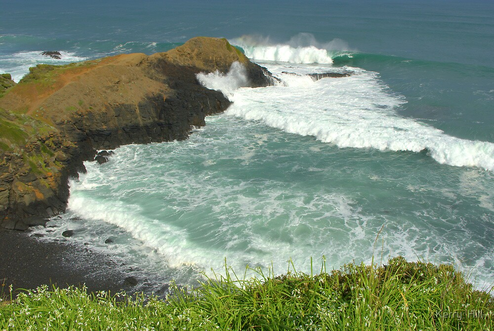 10ft swell at the blowhole by Kerry  Hill