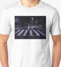 Monogatari - Mayoi und Shinobu Zebrastreifen Unisex T-Shirt