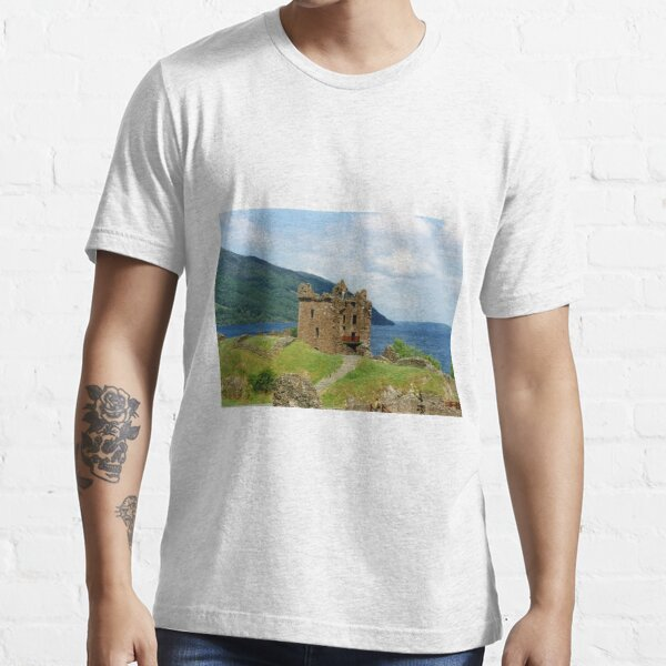 Urquhart Castle , Scotland Essential T-Shirt