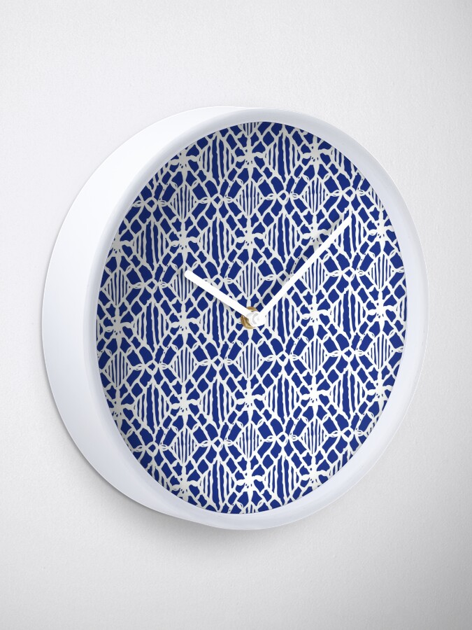 Alternate view of White Crocheted Lace Pattern Clock