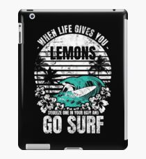 Tropical Beach quote  Surfing  iPad-Hülle & Klebefolie