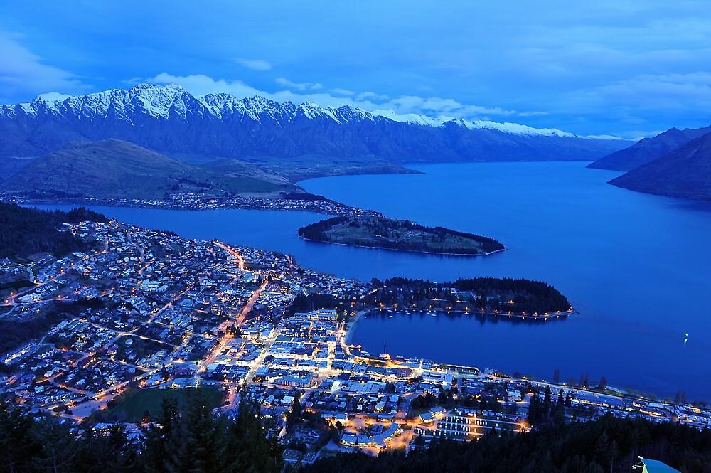 Queenstown. South Island, New Zealand. by Ralph de Zilva