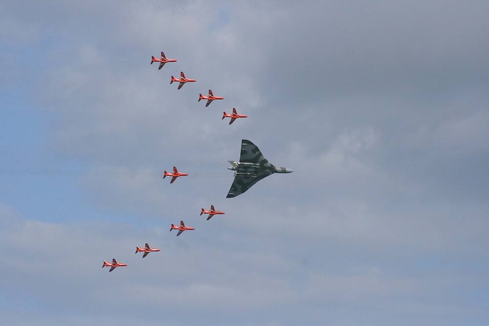 Red Arrows escort Vulcan by bobdaw