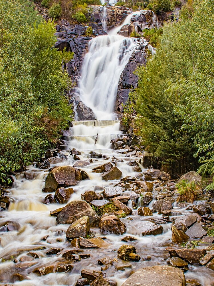 Splendid Waterfall by aiinojani