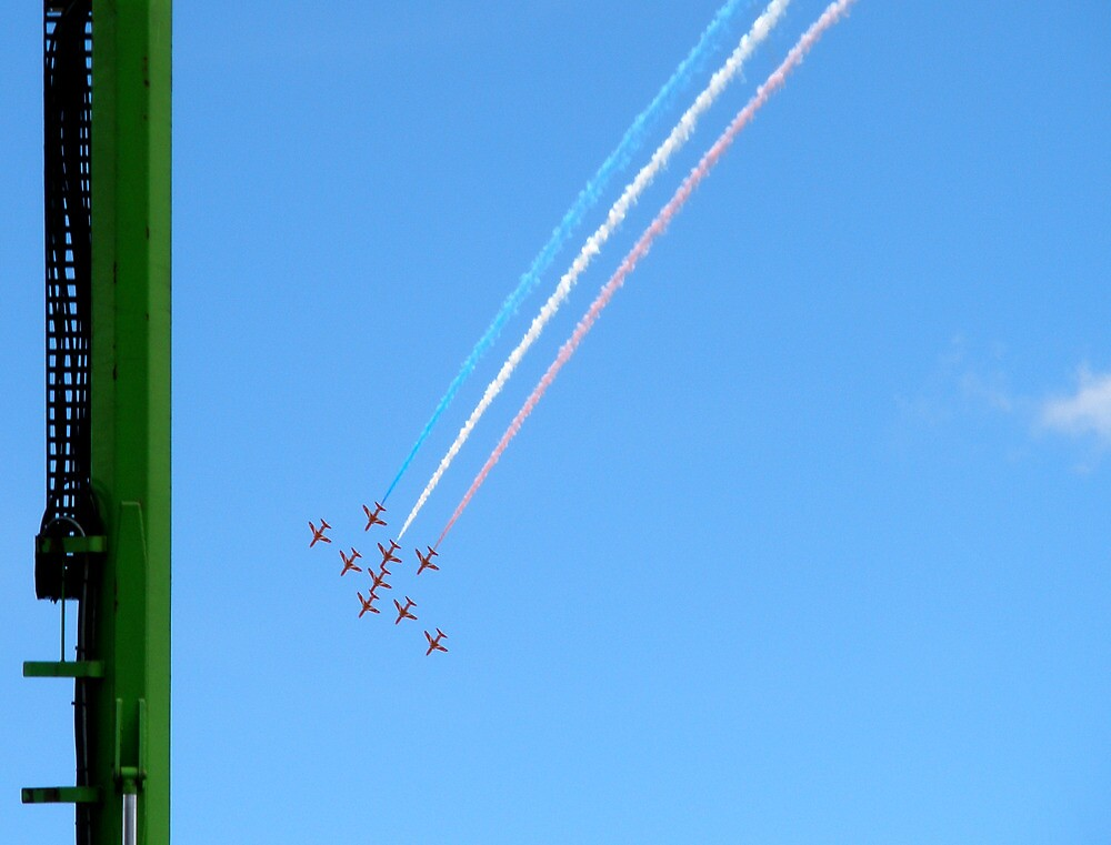 Red Arrows and the green column by sionii