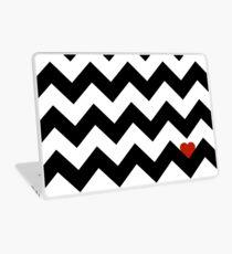Heart & Chevron - Black/Classic Red Skin de laptop