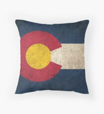 Alte und abgenutzte beunruhigte Weinlese-Flagge von Colorado Kissen