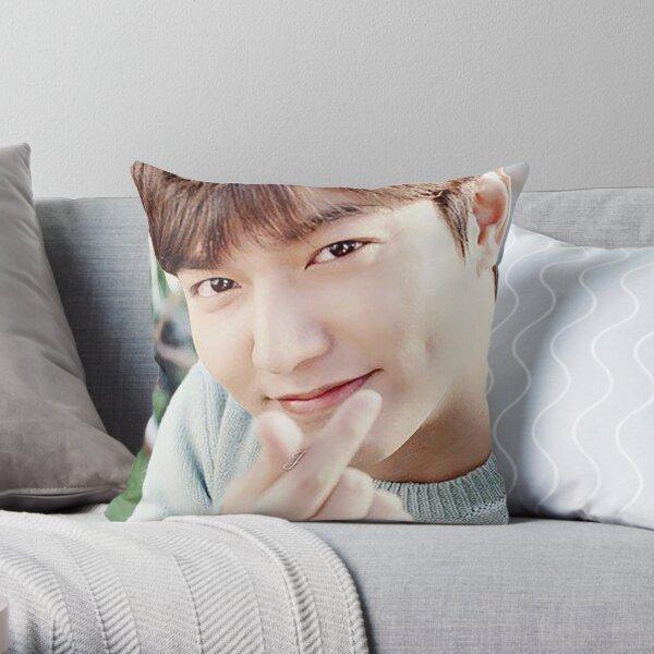 lee min ho Throw Pillow