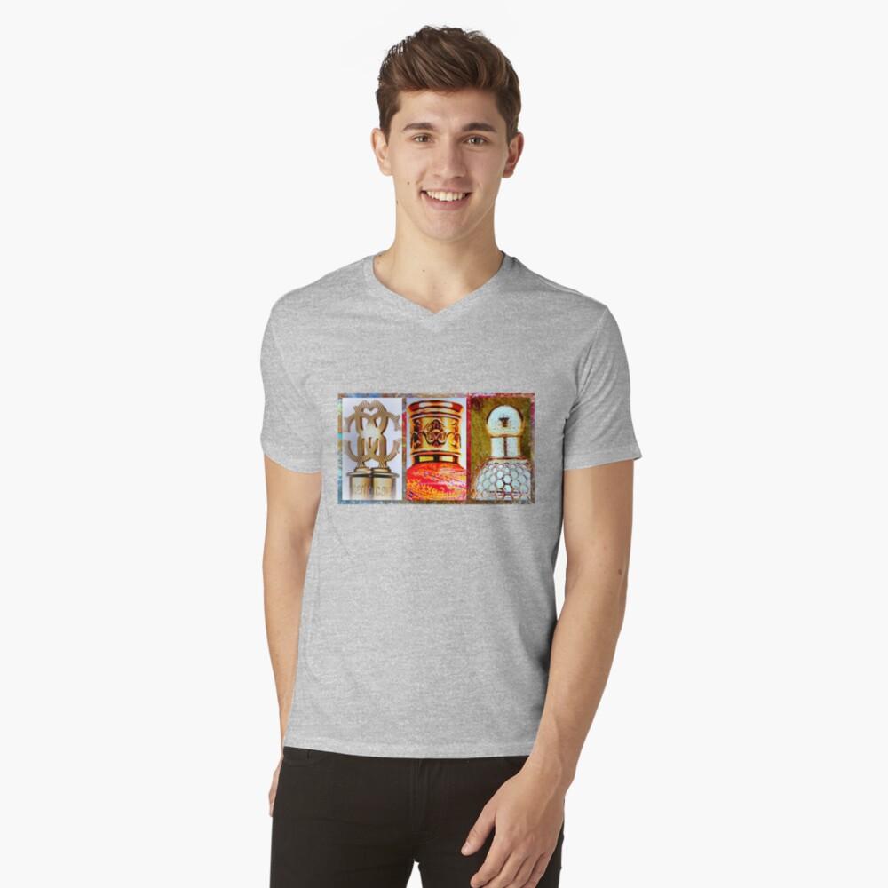 Perfume Bottle Tops T-Shirt mit V-Ausschnitt