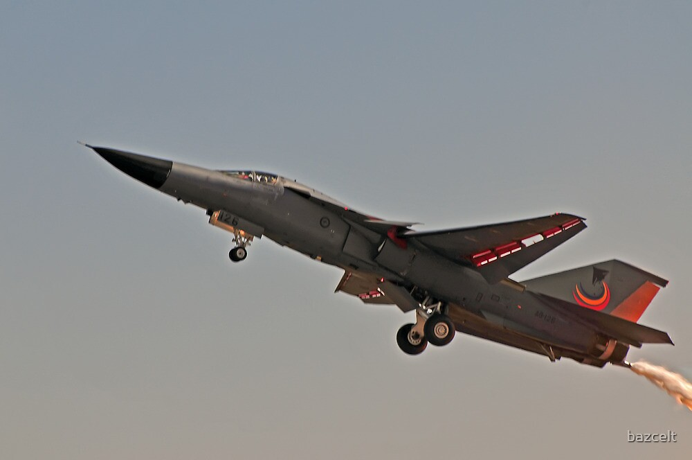 F111, slow pass. by bazcelt
