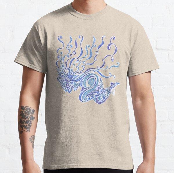 Grazziela, une femme en bleue et volutes T-shirt classique
