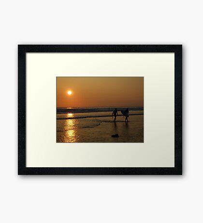 Sunset surfers Framed Print