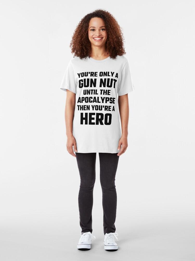 Vista alternativa de Camiseta ajustada Eres solo una pistola Nut Until The Apocalypse