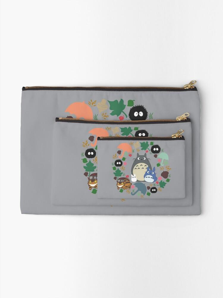 Alternative Ansicht von Mein Nachbar Totoro Kranz - Anime, Catbus, Ruß Sprite, Blau Totoro, Weiß Totoro, Senf, Ocker, Regenschirm, Manga, Hayao Miyazaki, Studio Ghibl Täschchen