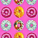 Donuts auf rosa von Yamy Morrell  Art and Design