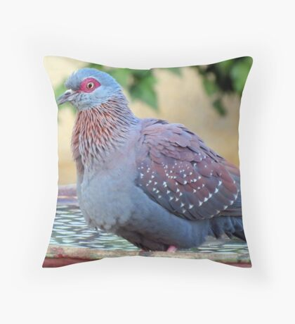 A feathered friend in my garden Throw Pillow