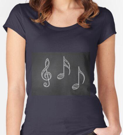Musiknoten auf Tafel Tailliertes Rundhals-Shirt