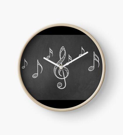 Musiknoten auf Tafel 3 Uhr