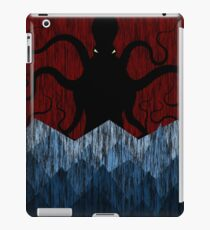Cthulhu's sea of madness - Red iPad Case/Skin