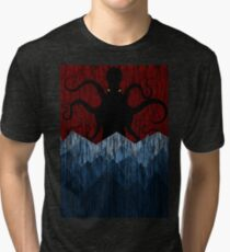 Cthulhu's sea of madness - Red Tri-blend T-Shirt
