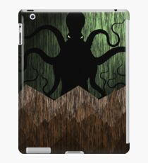 Cthulhu's mountains of madness - green iPad Case/Skin
