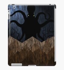 Cthulhu's mountains of madness - blue iPad Case/Skin