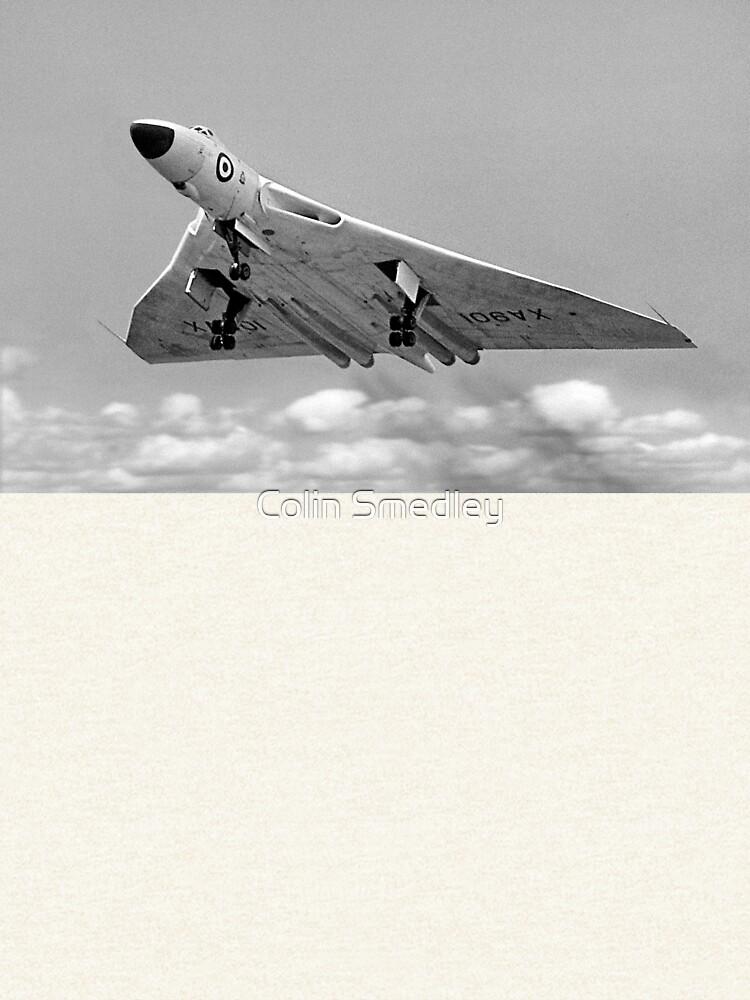 Avro Vulcan B.1 XA901 overshooting by oscar533