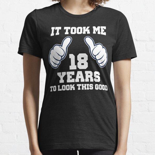 Me llevó 18 años lucir así de bien Camiseta esencial
