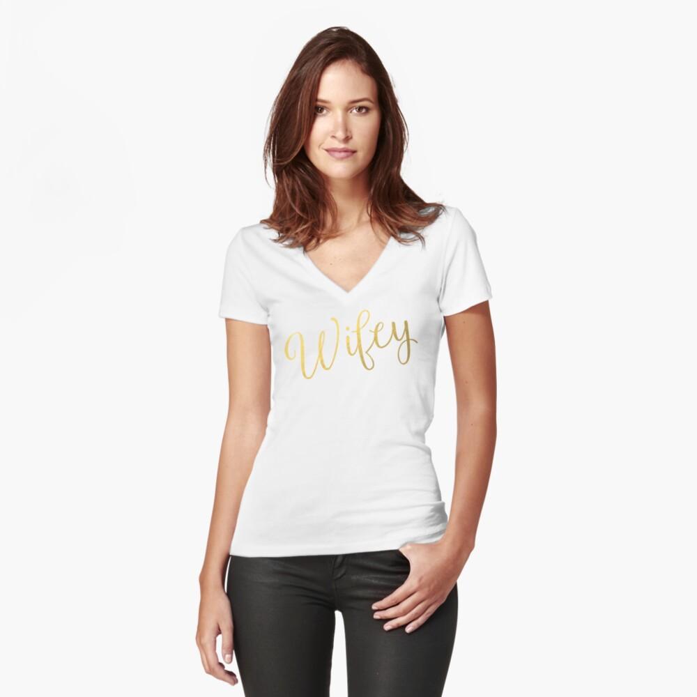 Wifey Faux Goldfolie Tailliertes T-Shirt mit V-Ausschnitt