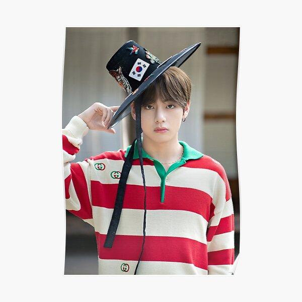 BTS V - Kim Taehyung con sombrero coreano 2019 Póster