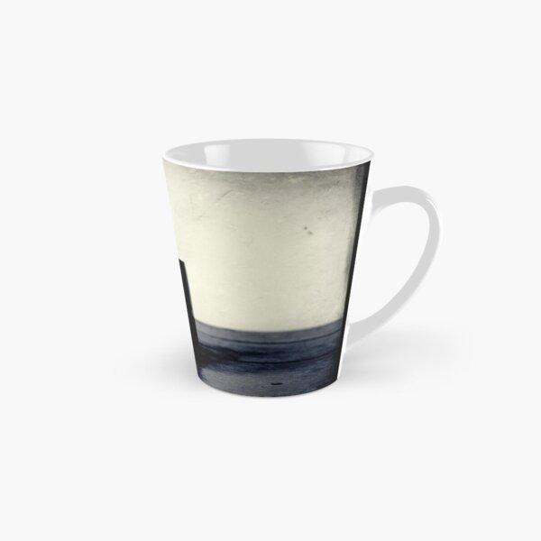 Tasse kaffee auf einem Tisch Tall Mug