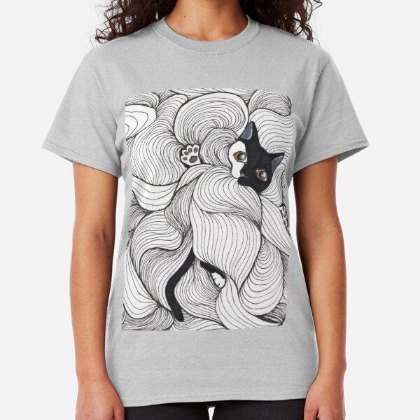 Chat joue avec les lignes T-shirt classique