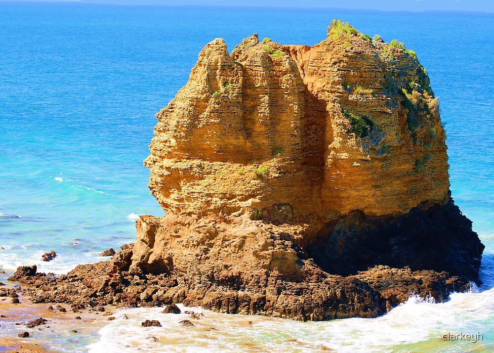 Rocky shore by clarkeyh