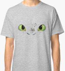 Toothless fiery eyes Classic T-Shirt