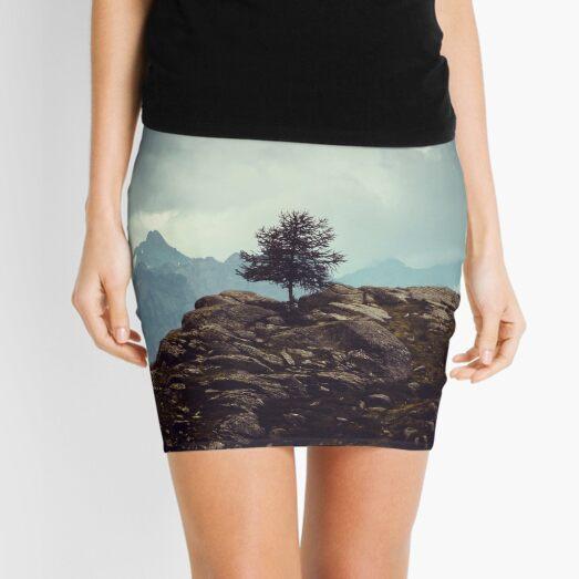 Majestätische Berge und ein einsamer Baum Minirock