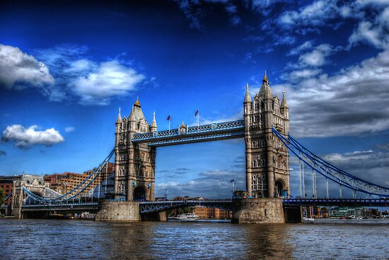 London Tower Bridge by Yhun Suarez