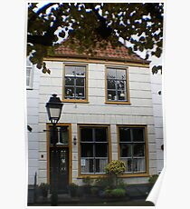pretty cottage in town square of Geertruidesberg, Nederlands Poster