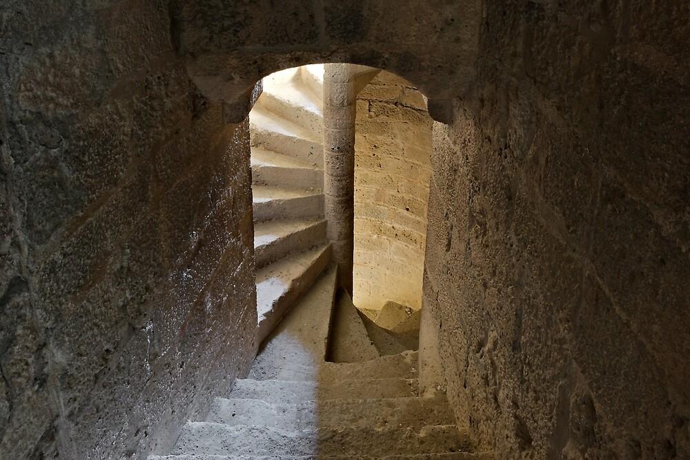 « Intérieur du donjon du château de Quéribus » par Philippe Contal